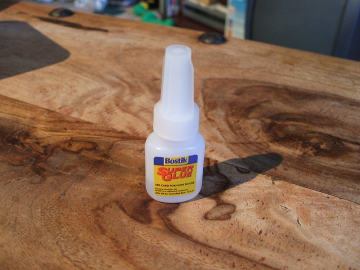 how long does it take for super glue to dry?