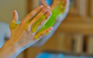 How To Make Slime Without Borax or Contact Solution? Here are the 2 Easy Methods